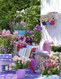 A wonderful garden decoration is done by adding colors, creative constructions made by us and many colorful flowers. Discover how to turn your garden into an oasis of relaxation. Diy Flowers, Colorful Flowers, Flower Decorations, Balcony Flowers, Flower Diy, Colorful Garden, Flowers Garden, Flower Ideas, Summer Flowers
