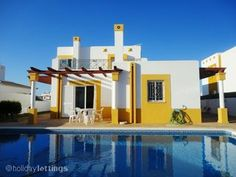 portugal - 8persons - 4bedrooms - 800m to the beach - private pool - 602e/per week in sept.