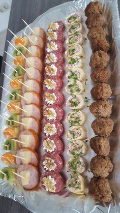 icu ~ Best 11 – Page 573364596307570914 – SkillOfKing. Appetizer Buffet, Appetizer Recipes, Appetizers Table, Mini Appetizers, Party Finger Foods, Snacks Für Party, Party Desserts, Wedding Desserts, Cranberry Dessert