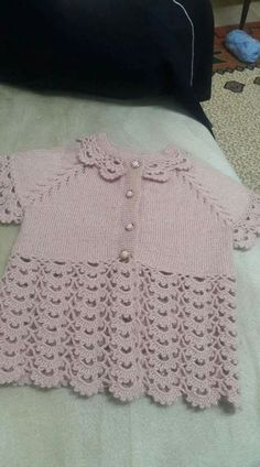 Top-down baby vest, mixed plain stockinette knitting and crochet lace ~~ Pembe yelekKol altına 7 ilmek atın ve 1 sYelek Discover thousands of images about babyset, This post was discovered by MerBeautiful dress for baby girls, I wanted to share thi Baby Cardigan, Baby Pullover, Baby Vest, Crochet Baby Jacket, Crochet Vest Pattern, Crochet Lace, Baby Knitting Patterns, Knitting For Kids, Diy Crafts Knitting