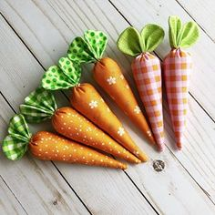 Sewing Tutorials: How to Make Fabric Carrots Easy Easter Crafts, Egg Crafts, Easter Projects, Bunny Crafts, Easter Ideas, Spring Crafts, Holiday Crafts, Carrot Craft, Hoppy Easter