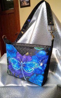 Sac Mambo noir et imprimé bleu papillon cousu par Les Trois Fées - Patron Sacôtin