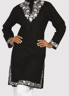 Long Designer Black Tunic Top India Elegance beautiful womens cotton tunics rock my world. Indian Attire, Indian Outfits, African Print Fashion, Indian Fashion, Cotton Tunic Tops, Tunic Designs, Black Tunic, Kaftan, Look Fashion