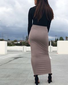 Long Tight Skirt, Hobble Skirt, Sexy Hips, Beautiful Celebrities, Tights, Woman, Skirts, How To Wear, Beauty