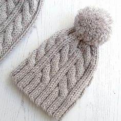 Aran Knitting Patterns, Knitting Designs, Free Knitting, Simple Knitting, Free Knitted Hat Patterns, Baby Knitting Patterns Free Newborn, Knitting Videos, Newborn Knit Hat, Couture Invisible