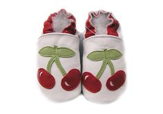 Carozoo chaussons cuir Chaussons cuir souple cerise fond blanc Carozoo-338