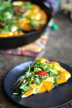 søtpotet frittata med salat Frittata, Thai Red Curry, Ethnic Recipes, Food, Red Peppers, Essen, Meals, Yemek, Eten