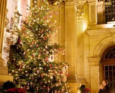 Victorian Christmas in England Tour: Plays, Pantomime, and Parties | Sophisticates Abroad