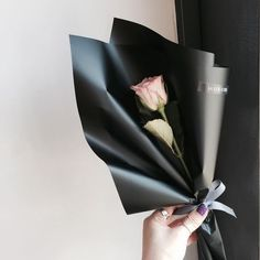 Things to Know about Deals on Valentine's Day Flowers Online How To Wrap Flowers, Diy Flowers, Flower Decorations, Paper Flowers, Beautiful Flowers, Love Flowers, Flower Wrap, Single Flower Bouquet, Flower Bouquet Diy