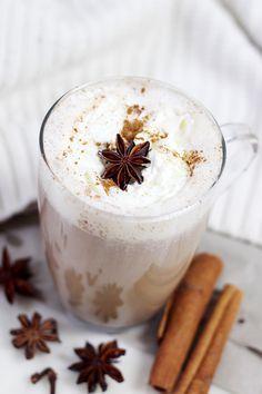 Chai Latte selber machen: Mein ultimatives Rezept! Chai Latte selber machen: Mein ultimatives Rezept! Nach einiger Chai-Tee-Recherche habe ich herausgefunden, dass man Chai ja auch ganz leicht mit Schwarztee und einer selbstgemachten Gewürzmischung kochen kann!