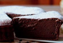 Salted Fudge Brownies are decadent, rich chocolate brownies with an insanely fudgy texture, and the perfect amount of sweet-and-salty flavor! Chewy Brownies, Brownies Caramel, Chocolate Brownies, Brownie Recipes, Cake Recipes, Dessert Recipes, Make Ahead Desserts, Just Desserts, Food Cakes
