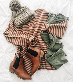 All the windows are open, fall candles are burnin', cinnamon rolls are in the oven, Louis Armstrong is playing throughout the house, and… - Outfit 3 - Women's Fashion Looks Chic, Looks Style, My Style, Winter Mode Outfits, Cute Fall Outfits, Outfit Winter, Summer Outfits, Louis Armstrong, Fall Collection