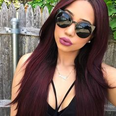 dark red hair with brown . dark red hair with highlights . Pelo Color Vino, Pelo Color Borgoña, Wig Hairstyles, Straight Hairstyles, Wine Hair, Short Hair Styles, Natural Hair Styles, Brown Hair Colors, Black Cherry Hair Color