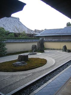 rock garden at Daitokuji temple Kyoto Japan via flickr