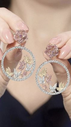 Pink Diamond Jewelry - rare and expensive, how much do they cost? Indian Jewelry Earrings, Indian Jewelry Sets, Jewelry Design Earrings, Gold Earrings Designs, Hand Jewelry, Cute Jewelry, Jhumka Designs, Korean Jewelry, Handmade Jewelry