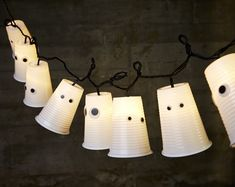 Simple & Creative Halloween Decor : Easy Plastic Cup Ghost Garland From: ellematovin. Halloween Decorations To Make, Halloween Party Decor, Halloween Crafts, Helloween Party, Easy Diy Crafts, Creative Crafts, Kids Crafts, Decorating Ideas, Decor Ideas