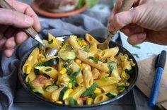 Łatwy makaron z kurczakiem, cukinią i kukurydzą - niebo na talerzu Kung Pao Chicken, Pasta Salad, Ethnic Recipes, Food, Diet, Chef Recipes, Cooking, Crab Pasta Salad, Essen