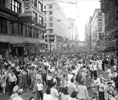 Downtown Milwaukee on VJ Day.Wisconsin Avenue looking west . Milwaukee Skyline, Milwaukee Wisconsin, Vintage Postcards, Vintage Photos, Milwaukee's Best, Whitefish Bay, Influential People, Junk Journal, Historical Photos