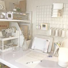 Dining Space – A Fresh Glimpse Is Possible With The Ideal Interior Style Study Room Decor, Study Rooms, Room Ideas Bedroom, Bedroom Decor, Bedroom Furniture, Cute Room Decor, Desk Inspiration, Desk Inspo, Decorating Rooms