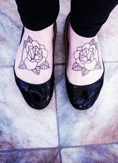 tradi outline rose shoulder tattoo - Buscar con Google