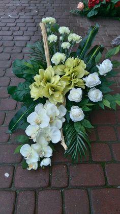 Easter Flower Arrangements, Easter Flowers, Floral Arrangements, Church Flowers, Funeral Flowers, Arte Floral, Watercolor Paintings, Diy And Crafts, Floral Design