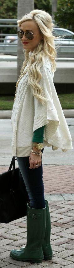 Poncho de punto - knit poncho sweater rain boots green ivory