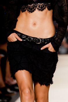 Isabel Marant at Paris Fashion Week Spring 2014 - Details Runway Photos French Fashion, Timeless Fashion, Spring 2014, Summer 2014, Spring Summer, Runway Fashion, Paris Fashion, Fashion Story, Fashion Labels