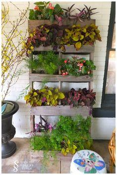 Using Pallets for a Garden - Pallet Vertical Planter | 99 Pallets