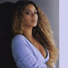 Image discovered by Aʟᴇʏɴᴀ. Find images and videos about beyoncé, mrs carter and queen bey on We Heart It - the app to get lost in what you love. Beyonce Fans, Beyonce Style, Beyonce And Jay Z, Aaliyah, Queen Bee Beyonce, Cellulite, Beyonce Coachella, Queen Nefertiti, Beyonce Knowles Carter