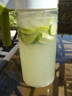 Lemon Grass and Lime Cooler - Divalicious Recipes Lemongrass Drink, Lemongrass Recipes, Lemon Recipes, Grow Lemongrass, Lime Drinks, Refreshing Drinks, Summer Drinks, Lemon Lime, Lemon Grass