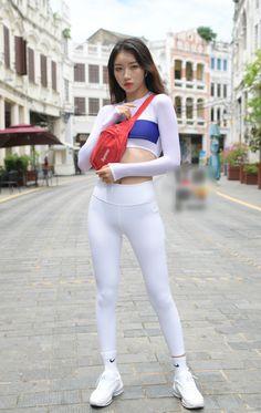 Girls In Leggings, Tops For Leggings, Tight Leggings, Leggings Are Not Pants, Dance Fashion, Beautiful Asian Women, Sexy Asian Girls, Leggings Fashion, Asian Woman