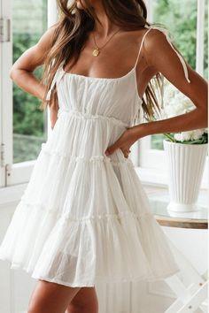 White Sundress Outfit, White Flowy Dress, Flowy Summer Dresses, White Dress Summer, Pretty Dresses, Casual Dresses, Short Dresses, Short Sundress, Mini Dresses