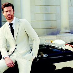 Una imagen que nos muestra otra faceta del gran mediocampista español Xabi Alonso. Un excelente jugador de fútbol con gran porte