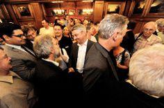 """Kommunalwahl in Bergisch Gladbach: Urbach bleibt Bürgermeister - (...) Die Grünen können sich dagegen als Wahlgewinner fühlen: Sie bauen ihre Position als drittstärkste Fraktion aus und haben künftig zehn Sitze, zwei mehr als vorher. Peter Baeumle-Courth ist auch mit seinem Abschneiden bei der Bürgermeisterwahl """"absolut zufrieden"""". Er landet auf Platz drei (11,3 Prozent)."""