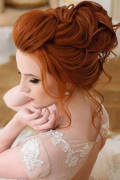 36 Chic Looks With Elegant Wedding Hairstyles Do you prefer a minimalist look? You don't have to skip looking stylish. Discover tons of elegant wedding hairstyles for the simple bride. SEE DETAILS. Redhead Hairstyles, Dress Hairstyles, Bride Hairstyles, Hairstyle Ideas, Diy Wedding Hair, Elegant Wedding Hair, Wedding Veils, Wedding Makeup, Wedding Dresses