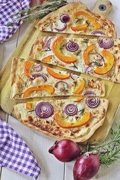 Tarte with pumpkin, red onions and rosemary - Kochrezepte - Best Tart Recipes Tart Recipes, Healthy Recipes, Veggie Recipes, Easy Dinner Recipes, Easy Meals, Recipes From Heaven, Quiches, Pumpkin Recipes, Pumpkin Pumpkin
