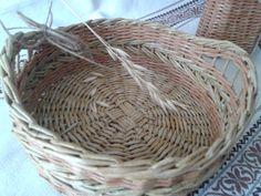 """корзиночка для хлеба """"Скошенные травы"""", сплетена из бумаги"""