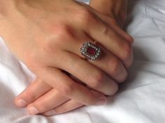 Gouden Art Deco ring met robijnen en diamanten