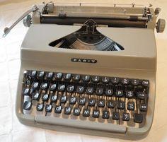 facit TP1 portable :::::::::::::::::::::::::::::::::::::::::::::::::::::::::: #typewriter #portable #portabletypewriter #type