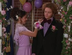 That Show Prom / Hyde and Jackie Hyde That 70s Show, Thats 70 Show, Johnny Depp, Movies Showing, Movies And Tv Shows, Donna And Eric, Prom Queens, Prom Night, 90s Grunge