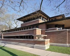 Inspired by the great plains of the midwest, the Frederick C. Robie House in Chicago (constructed 1910) is renowned as the the greatest example of the Prairie School architectural style and the most famous of Wright's Prairie Houses. #dwell #franklloydwright #unescoworldheritagebuildings