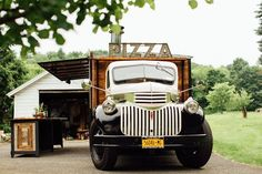 Varios — doyoulikevintage: Pizza truck Mercedes Benz, Mercedes Truck, Pizza Food Truck, Car Food, Mobile Pizza Oven, Wedding Catering Prices, Camp Wedding, Green Wedding, Wedding Shoes