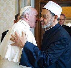 Malgré les attentats récents dans des églises coptes à Tanta et Alexandrie, le pape n'a pas hésité à confirmer son voyage pastoral en Egypte du 28 au 29 avril prochain. Il compte évidemment ne pas se désolidariser de la plus grande communauté chrétienne du Proche-Orient, mais il ne veut surtout pas