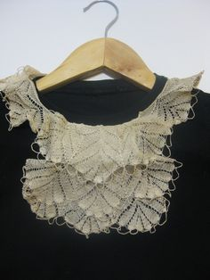 Crochet neckpiece stitched to a basic T-shirt collar makes a chic and polished impression. London Style, London Fashion, Collars, Stitch, Chic, Crochet, Lace, How To Make, T Shirt