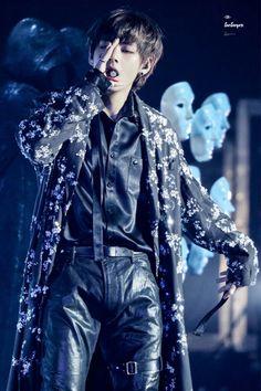 Image about kpop in Taehyung 👽 by brittany🎀 on We Heart It Foto Bts, Bts Photo, Billboard Music Awards, V Taehyung, Daegu, Bts Boys, Bts Bangtan Boy, K Pop, Fansite Bts