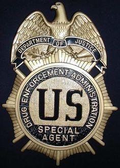 Dea Albuquerque Police Dept New Mexico Hidta Challenge Coin Law Enforcement Badges, Federal Law Enforcement, Enforcement Officer, Us Military Medals, Military Police, Police Cars, Police Badges, Police Patrol, Albuquerque Police