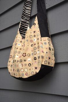 ikat bag: Emily's Slouch Bag - free pattern (no seam allowances included) Hobo Bag Tutorials, Hobo Bag Patterns, Scrappy Quilt Patterns, Slouch Bags, Hobo Crossbody Bag, Bag Pattern Free, Denim Bag, Simple Bags, Fabric Bags