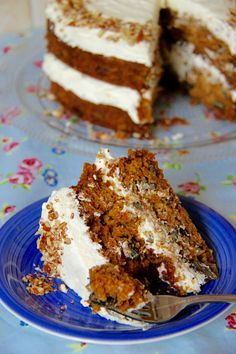 Carrot Cake!! ❤️ A moist, delicious, and super addictive Carrot Cake that's bound to be a hit with all the family.