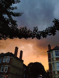 #EY 's Claudia Costa is inspired by JMW Turner with this photo of a summer night in London. #LateTurner #EYTate
