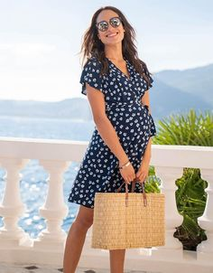 Diseño sin título - Post para Instagram Polka Dot Maternity Dresses, Casual Maternity Outfits, Maternity Dresses Summer, Spring Maternity, Stylish Maternity, Pregnancy Outfits, Maternity Wear, Maternity Fashion, Fitted Maternity Dress